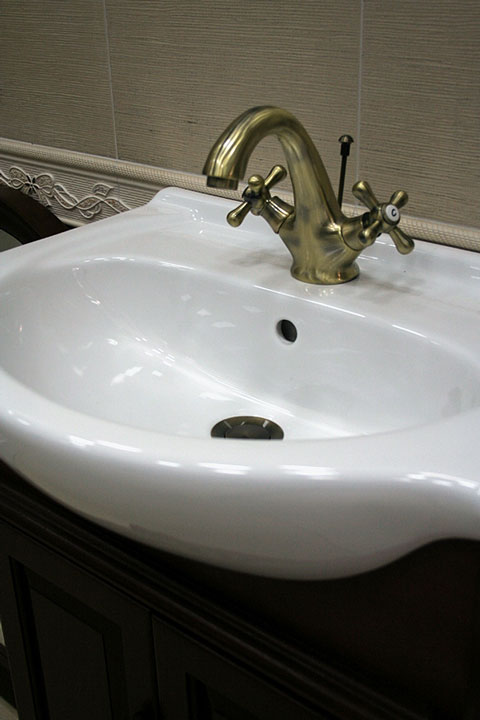 vitreous china sink